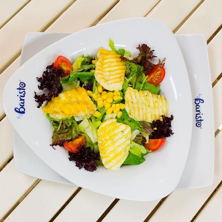 Hellim Salata Iceberg marul, roka, havuç, salatalık, kiraz domates, hellim peyniri.