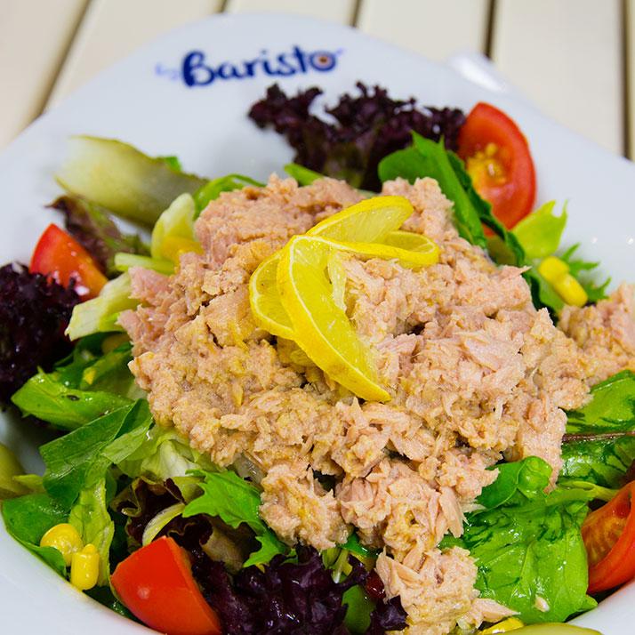 Ton Balıklı Salata Iceberg marul, mısır, roka, havuç, domates, ton balığı.